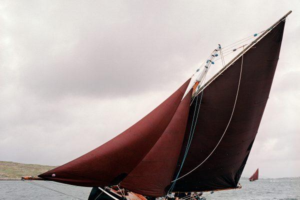 © Maurice Gunning. Galway Hooker under sail, Féile an Dóilín, Connemara, 2008. mauricegunning.com